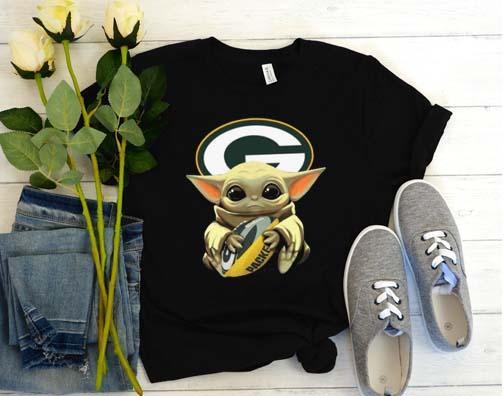 Baby Yoda Hug Green Bay Packers T Shirt