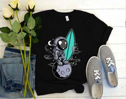 Astronaut surfing T-Shirt